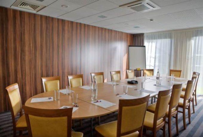 93686_013_Meetingroom
