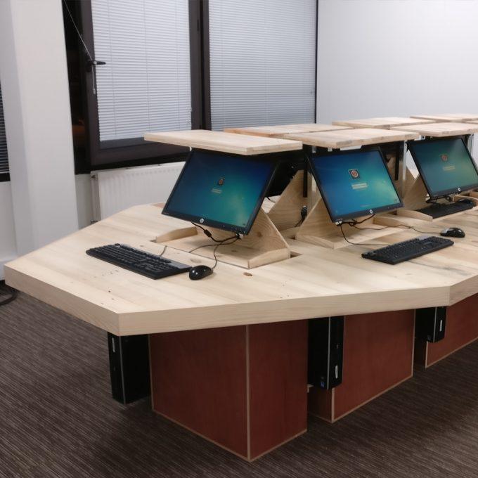 meuble-informatique-chez-publicis-bois-recycle-1000-1000
